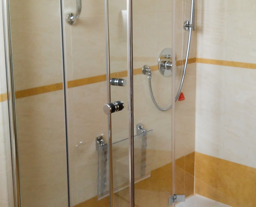 Bathroom with shower for disabled Hotel Galles Milan