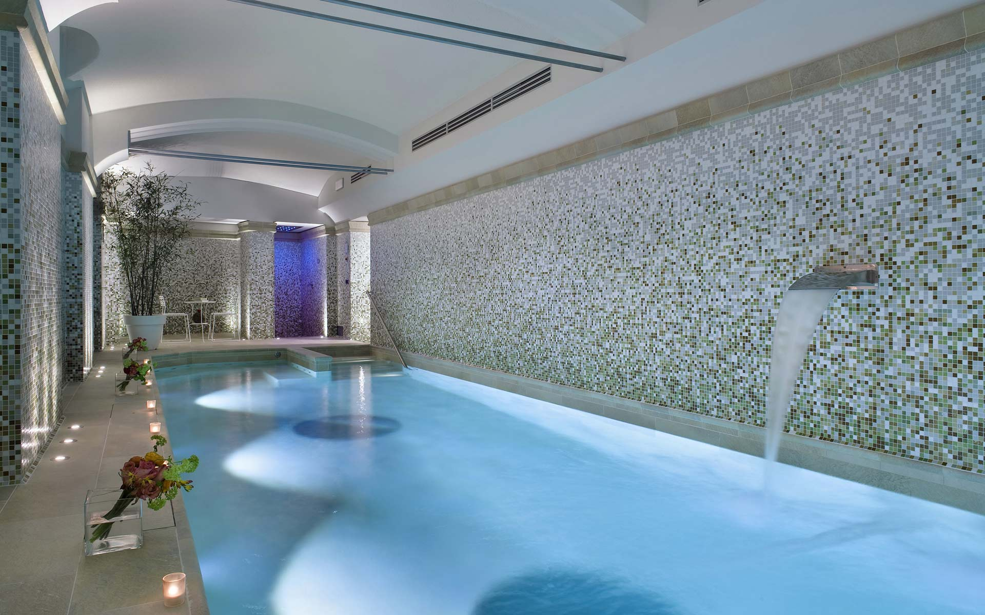 Indoor swimmingpool hotel galles free acces for guests 4 for Best western hotel city milan