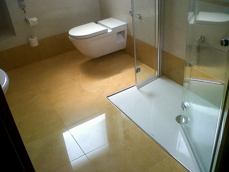 Bathroom for disabled Hotel Galles Milan